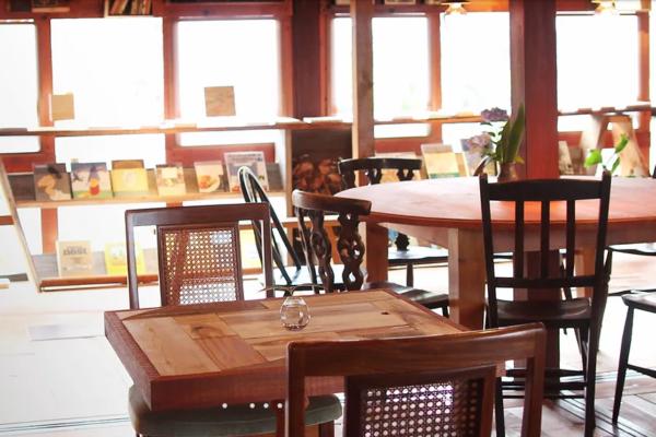 【新規オープン│ドングリー ブックス&ストーリーカフェ】世界に一つだけの古本と触れ合える古書店風カフェ!/湖南市石部