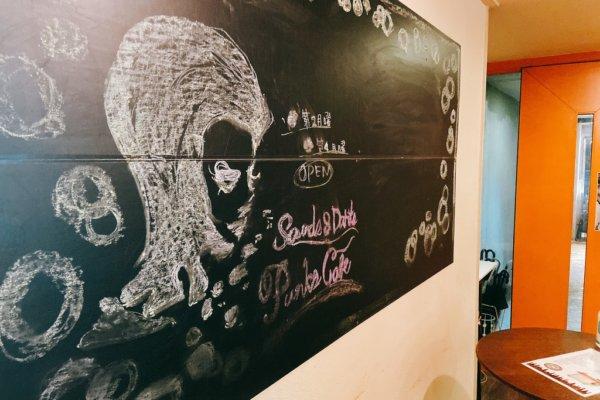 【Punks Cafe/湖南市】常連さんが集うアットホームなバー
